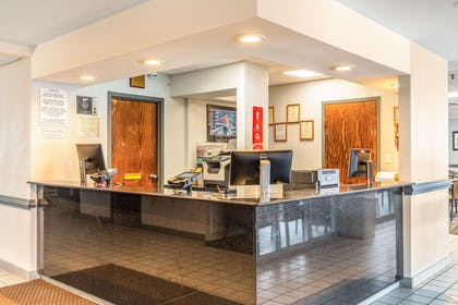 Front desk | Econo Lodge Oceanfront