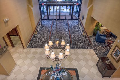 Hotel lobby   Arlington Court Suites, a Clarion Collection Hotel