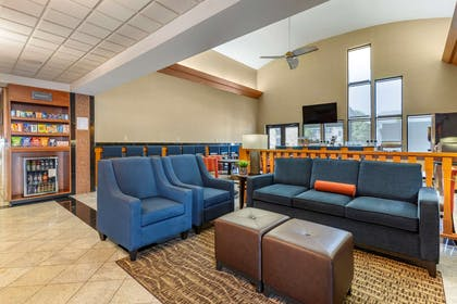 Lobby with sitting area | Comfort Suites Leesburg