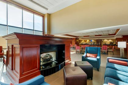 Lobby with sitting area | Comfort Suites Manassas Battlefield Park