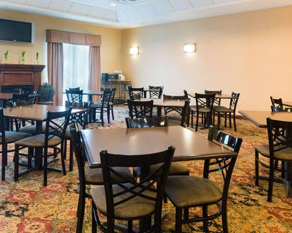 Enjoy breakfast in this seating area | Comfort Suites Fredericksburg North