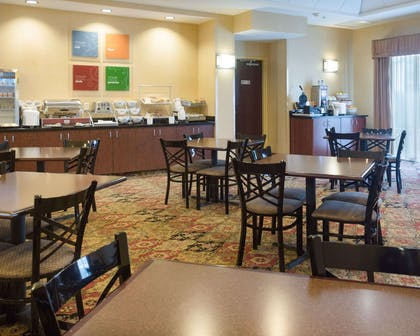 Breakfast area | Comfort Suites Fredericksburg North