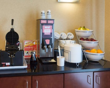 Free hot breakfast buffet | Comfort Suites Fredericksburg North