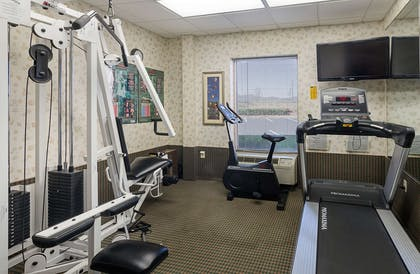 Fitness center | Mainstay Suites Airport