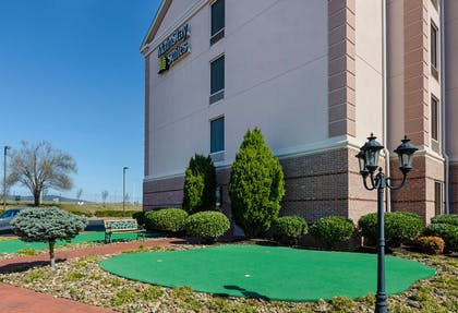 Putting green | Mainstay Suites Airport
