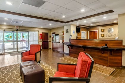 Spacious lobby | Comfort Inn & Suites Christiansburg I-81