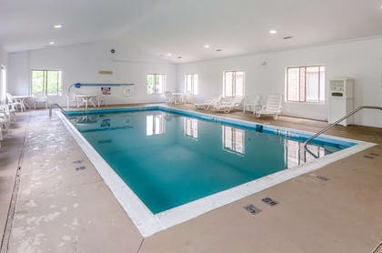 Indoor pool with hot tub | Comfort Inn & Suites Christiansburg I-81