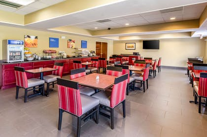 Breakfast area | Comfort Inn & Suites Christiansburg I-81