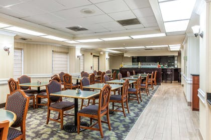 Breakfast area | Comfort Inn Pentagon