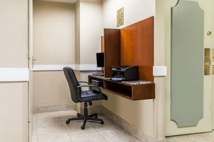 Business center | Comfort Inn Pentagon