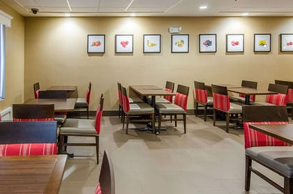 Enjoy breakfast in this seating area   Comfort Suites Wytheville
