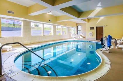 Indoor pool with hot tub   Comfort Suites Wytheville