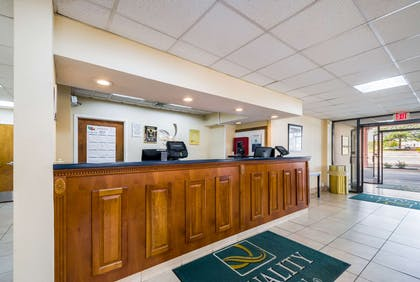 Front desk | Quality Inn Fredericksburg, Central Park Area