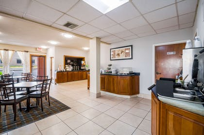 Breakfast area | Quality Inn Fredericksburg, Central Park Area