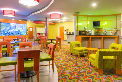 Free hot breakfast | Comfort Suites At Virginia Center Commons