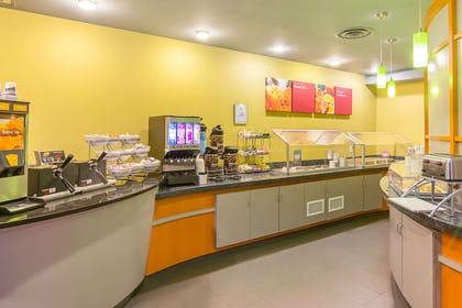 Breakfast counter | Comfort Suites At Virginia Center Commons