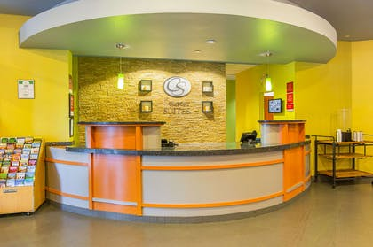Front desk with friendly staff | Comfort Suites At Virginia Center Commons