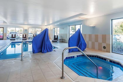 Indoor pool with hot tub | Comfort Suites Suffolk - Chesapeake