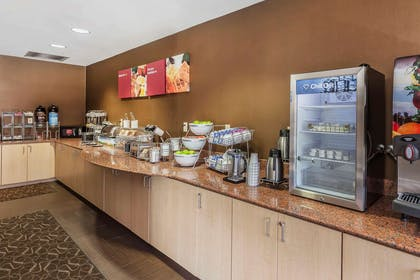 Breakfast area | Comfort Suites Suffolk - Chesapeake
