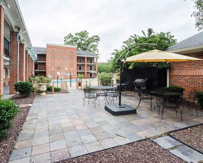 Courtyard pool   Quality Inn & Suites Williamsburg Central