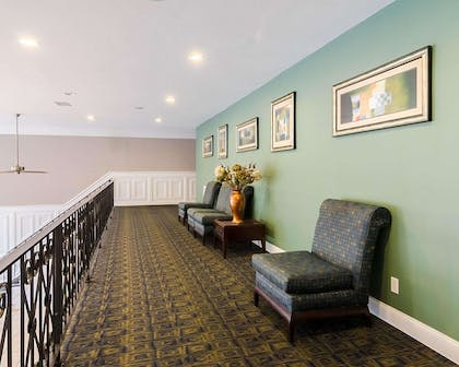 Lobby with sitting area   Quality Inn & Suites Williamsburg Central