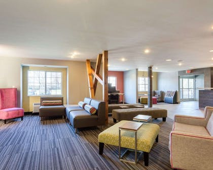 Beautifully decorated hotel | Quality Inn & Suites Ashland near Kings Dominion