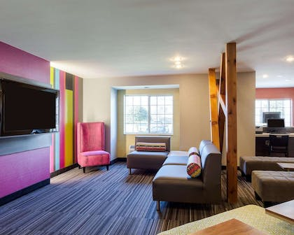 Spacious lobby | Quality Inn & Suites Ashland near Kings Dominion