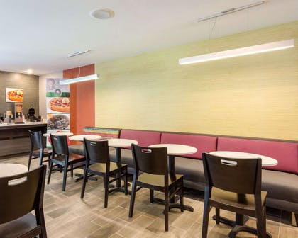 Breakfast room | Quality Inn & Suites Ashland near Kings Dominion
