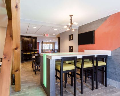 Enjoy breakfast in this seating area | Quality Inn & Suites Ashland near Kings Dominion
