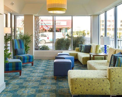Lobby with sitting area | Comfort Suites Beachfront