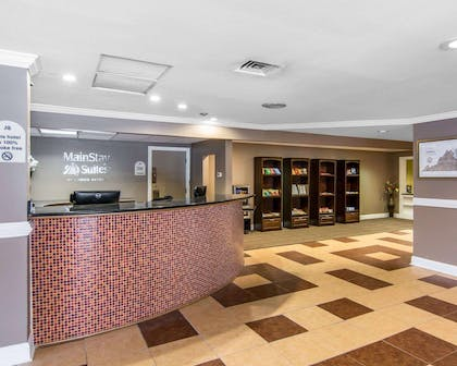 Front desk with friendly staff | MainStay Suites Williamsburg I-64