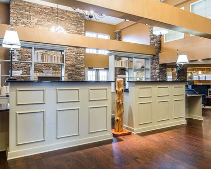 Front desk with friendly staff | Bluegreen Shenandoah Crossing, Ascend Resort Collection