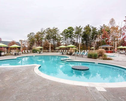 Outdoor pool | Bluegreen Shenandoah Crossing, Ascend Resort Collection