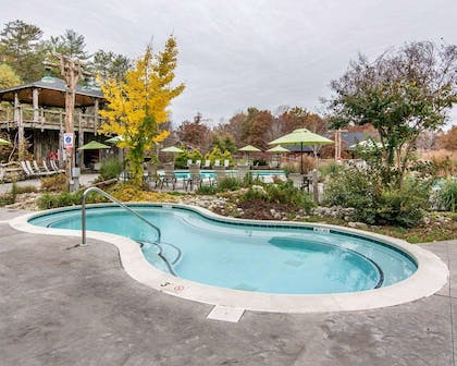 Outdoor pool with sundeck | Bluegreen Shenandoah Crossing, Ascend Resort Collection