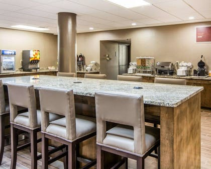 Enjoy breakfast in this seating area | Comfort Suites Fredericksburg South