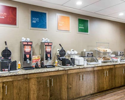 Free hot breakfast | Comfort Suites Fredericksburg South