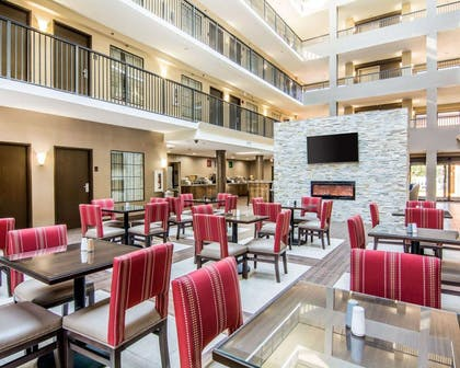Spacious breakfast area | Comfort Suites Fredericksburg South