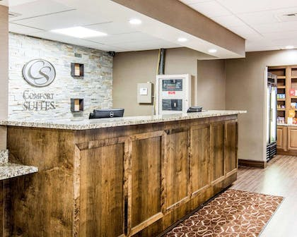 Front desk | Comfort Suites Fredericksburg South