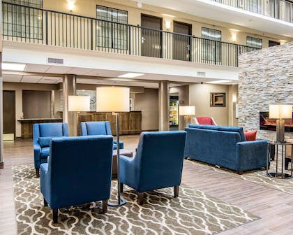 Lobby | Comfort Suites Fredericksburg South