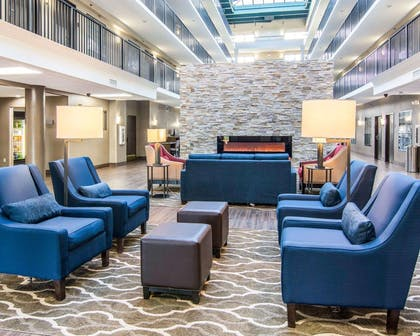 Lobby with sitting area | Comfort Suites Fredericksburg South