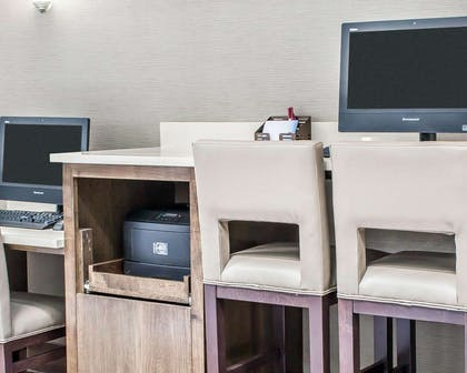 Business center with free wireless Internet access | Comfort Suites Near Potomac Mills