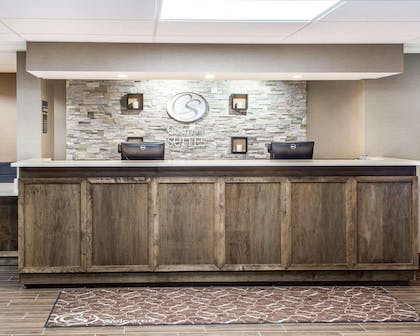 Front desk with friendly staff | Comfort Suites Near Potomac Mills