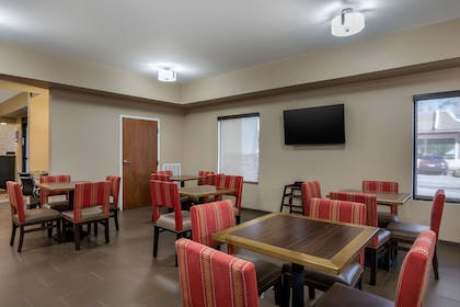 Breakfast area | Comfort Inn South Chesterfield - Colonial Heights