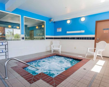 Indoor pool with hot tub | Comfort Inn Kent - Seattle