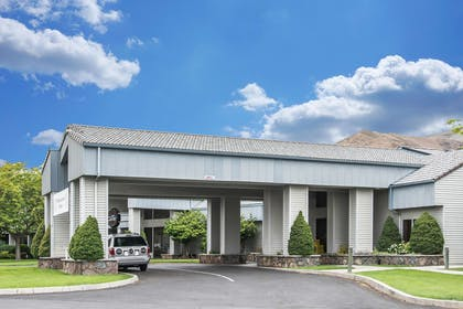 Hotel entrance | Quality Inn Conference Center