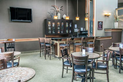 Hotel bar | Quality Inn Conference Center