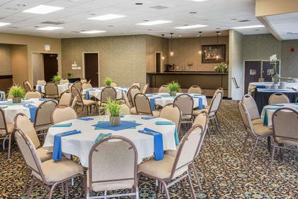 Large space for receptions, parties, anniversaries and business meetings | Quality Inn Conference Center