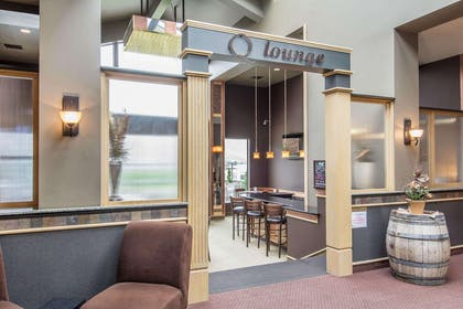 Cocktail lounge | Quality Inn Conference Center