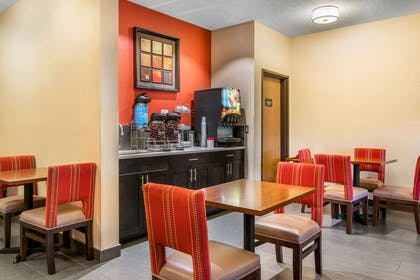 Breakfast area | Comfort Suites