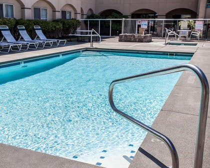 Outdoor pool | Quality Inn Grand Suites Bellingham